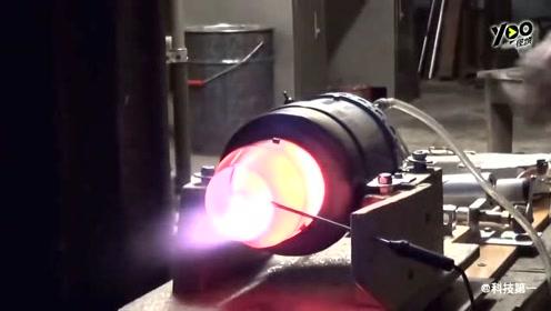 迷你型涡轮喷射发动机,启动后火焰喷射