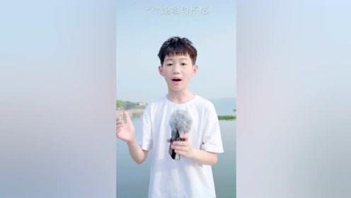 12岁彭子翱演唱《我是一只小小鸟》,声音高亢闪亮
