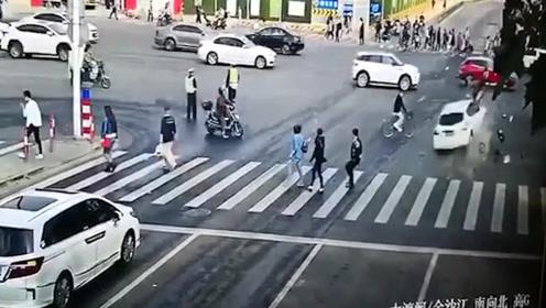 悲痛!上海普陀严重交通事故致2死12伤 事发时执勤交警目睹全程