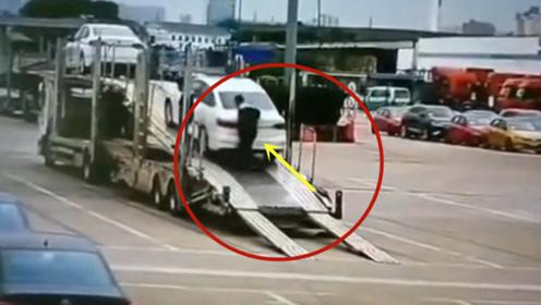 这样的车祸谁来负责,意外瞬间发生!要不是监控谁会相信这一切