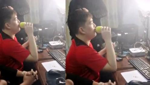 赵本山儿子瘦身成效明显 模仿老爸唱歌简直一模一样
