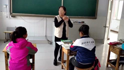她在山村从教34年,全家都是老师