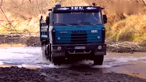 大卡车从坡上开到涉水路段,司机师傅一点都没有犹豫,好胆量!