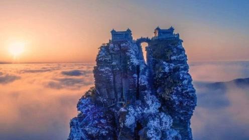 这座寺庙跨越在2493米两山之间,老外不解:中国人怎么做到的?