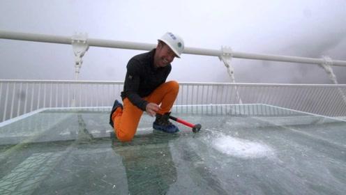 一锤子砸下去,才知道中国的玻璃栈道质量有多好!