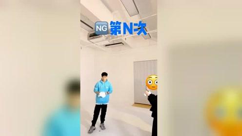 陈赫也玩技术流,扔帽子失败多次,还砸到摄影师鼻子