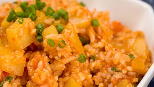 最好吃的剩米饭做法!番茄土豆烩饭