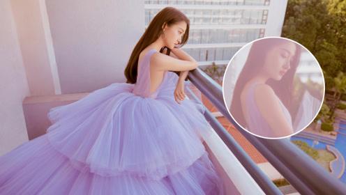 关晓彤新剧生图被网友曝光,超短裙搭配运动鞋好身材招人嫉妒