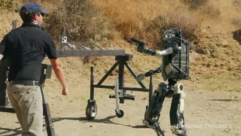 硬核科幻:铁血机器人为保护机器汪反抗人类?拍的太有创意了,赞!