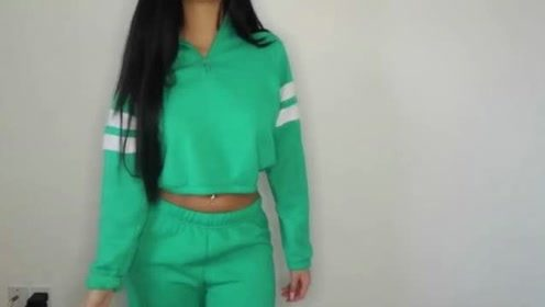 姑娘穿着打扮:非常清新的绿色运动衣