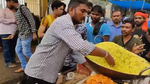 看看印度人怎么卖炒米?老板直接用手抓