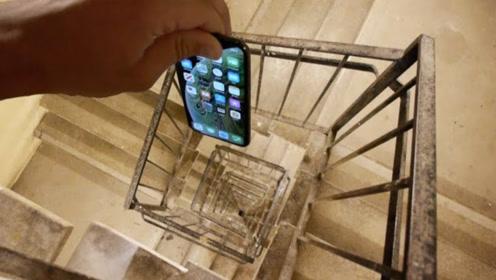 男子将苹果手机从300米螺旋楼梯扔下,结果会怎样?防御力有些强!