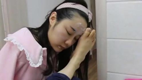 女孩因意外失去双手,20多年来用脚替代手臂,洗衣做饭样样精通!