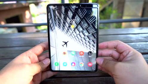 三星折叠屏手机 Galaxy Fold 上手:与初版相比有哪四点不同?