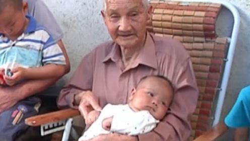 104岁老人抽烟喝酒样样精通,宅在家中只干一件事,竟是长寿秘诀!