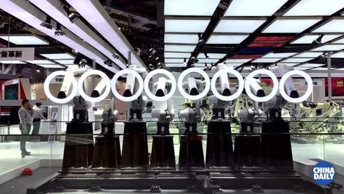 这可不是烫发机 八台机器人同步表演亮相进博会
