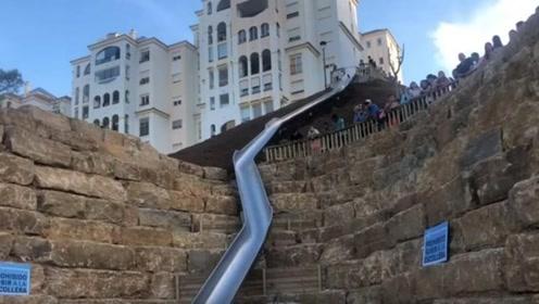 """西班牙""""最长城市滑梯""""导致多人受伤 开放不到两天就关闭"""