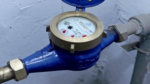 每月水费翻倍交?一个塑料瓶教你省水绝招,一年能省百升水,厉害