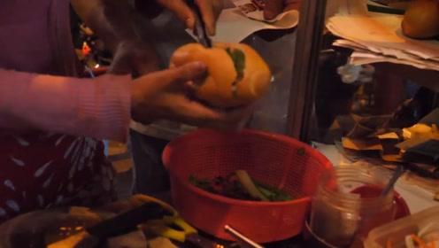 越南街头的鸡蛋面包,再搭配上大虾更加美味