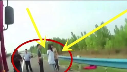 汽车与货车相撞,女司机直呼冤枉,看了记录仪交警怒了!