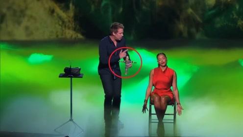 """达人秀:小伙表演""""巫术"""",女评委吓得愤然离场,观众不淡定了!"""
