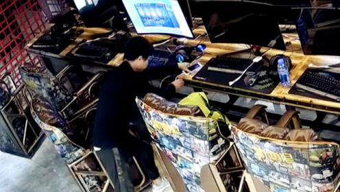 监拍:男子网吧内2秒钟盗走顾客手机