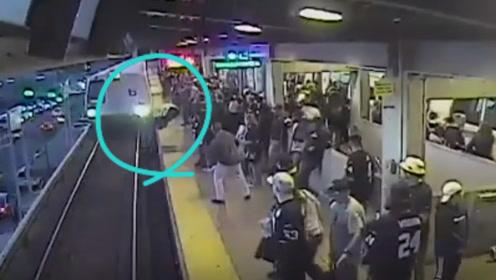 惊险!醉汉掉入地铁轨道被一秒救起