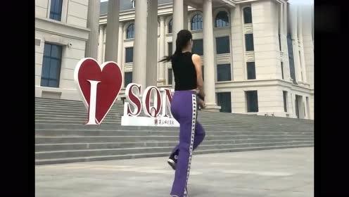 """广场最火的""""多年以后""""32步,小姐姐舞姿曼妙,跳得美极了"""