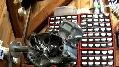 五分钟组装一台二冲程发动机,然后装在摩托车上,厉害了