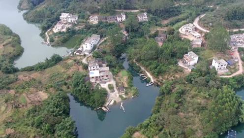 航拍广西巨型水库,发现一个美丽的小村庄,这样的生活你向往吗?