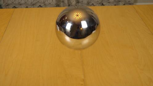 一个四维的球,进入我们的三维世界,看起来该会是什么样子?
