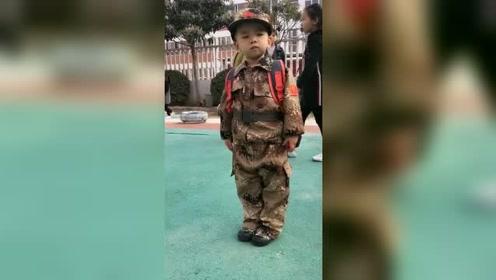 接宝宝放学,踢个正步让老师看看!