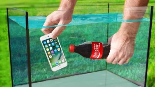 小伙把手机放进水里,又倒入一瓶可乐,结果太意外了!