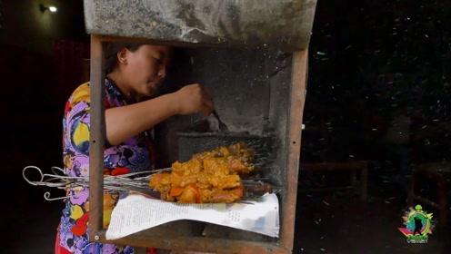 中国小哥在尼泊尔,很想吃烤串,上去一看操作,还是选择了撤退