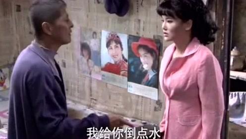 """美女陪袖珍姑娘去相亲,差点被人""""吃豆腐!"""""""