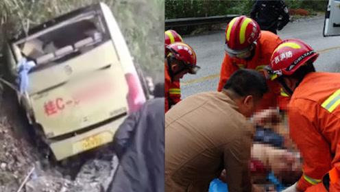 大客车因雨天路滑失控撞山 2名乘客被困车内3人严重受伤