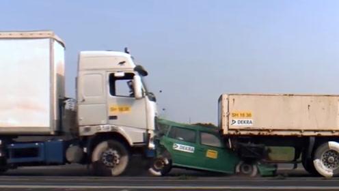 大卡车和小轿车相撞,威力有多大?小轿车像纸一般脆弱!