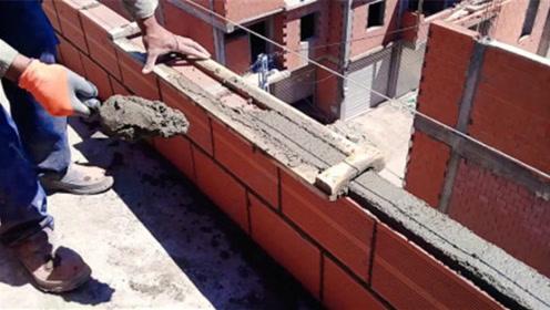 """农民大叔发明""""砌墙""""神器,每小时砌350块砖,3块钱就能造一个!"""