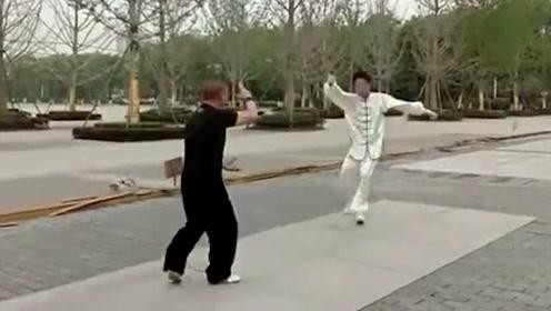 这么玄乎?公园里的气功大师,进攻愣是近不了身?你信吗