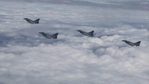 """空军""""三剑客""""之歼-10C机身细节曝光 机组人员钻入进气道检查机身"""