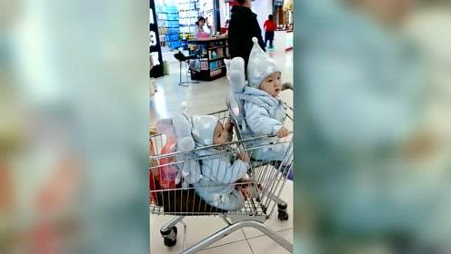 超市限量款买一送一,这次赚大了,只是这个包装怎么少个袜子啊?