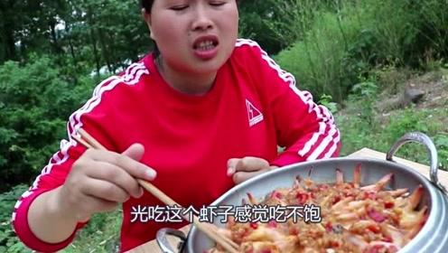 """农村胖妹买""""海货""""了,2斤大虾做香锅蒜蓉,胖妹吃着顾不上说话了!"""
