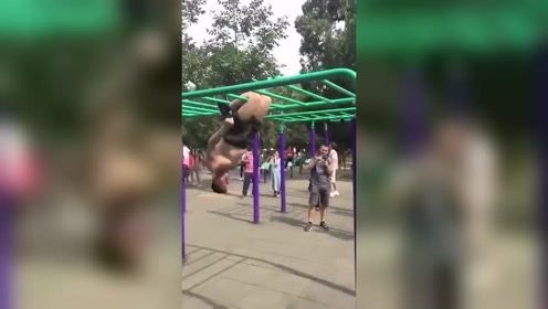 看完公园大爷的锻炼方式我默默的退出了