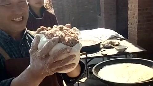 香河肉饼里面竟然放这么多肉,现在肉这么贵这饼能值多少钱呢?