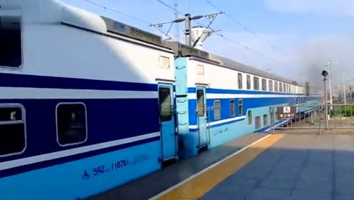 漂亮的蓝色双层火车!连云港东至芜湖K8411次出合肥站