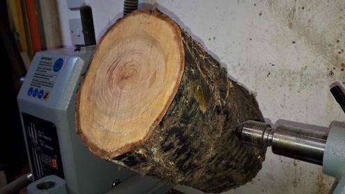 这种木头农村到处都是,匠人将其加工后,成品太赞了!