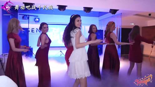 亮眼!俄罗斯新娘和伴娘跳舞,来宾都看愣了