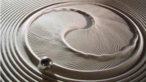 钢球居然会在沙子上自己跑,还能画出美丽图案,太神奇了