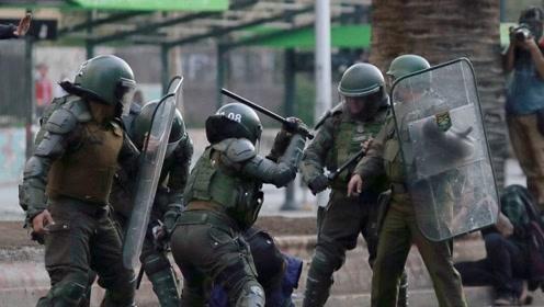4438 打砸烧抢大学校园,用镭射灯照射飞行员,智利暴徒们已经无法无天