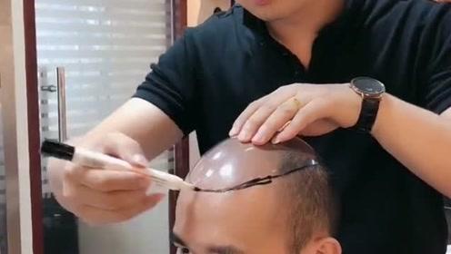我以为在理发店里做开颅手术,没想到是制作假发,出来的效果真好看!